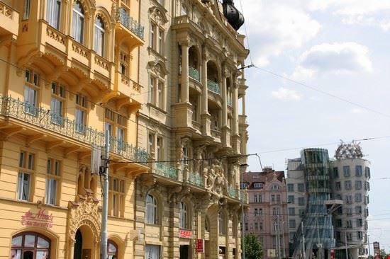 edifici liberty e casa danzante praga: bilder und fotos aus prag