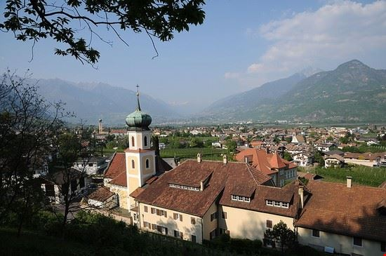 heiligkreuzkirche lanegg bei lana lana