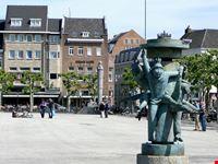statuen auf marktplatz maastricht
