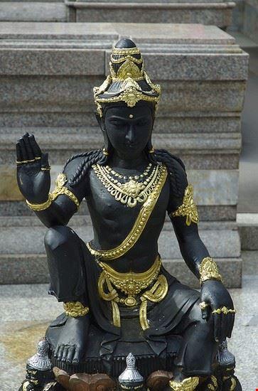 chiang mai statue