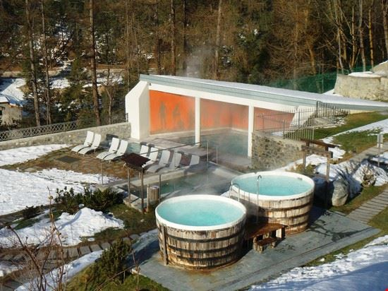https://images.placesonline.com/photos/37127_bagni_nuovi_bormio.jpg?quality=80&w=710&h=510&mode=crop
