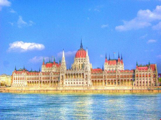 Foto palazzo del parlamento a budapest 550x412 autore for Immagini del parlamento