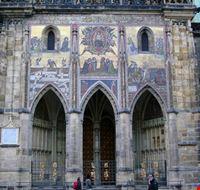 37362 castello hradcany cattedrale di s vito facciata laterale praga