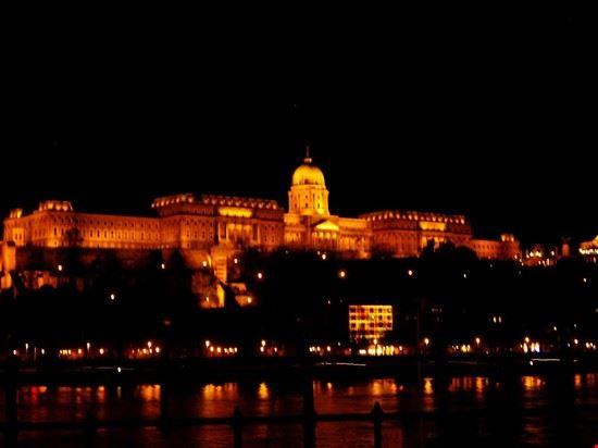 37542 il castello di notte budapest