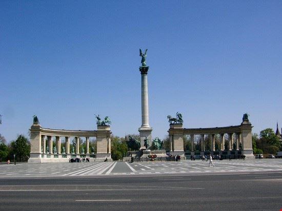 37569 piazza degli eroi budapest