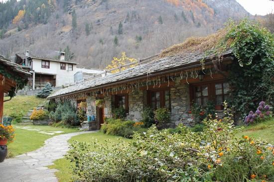 Foto casa in pietra in frazione riale a alagna valsesia for Case in pietra