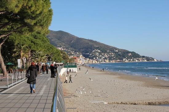 Matrimonio Spiaggia Alassio : Foto passeggiata di alassio a  autore