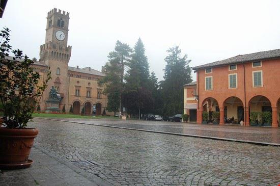 37732_piazza_centrale_busseto