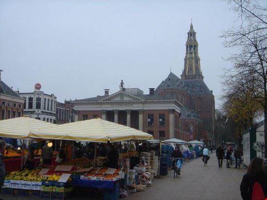 piazza principale con il mercato groninga