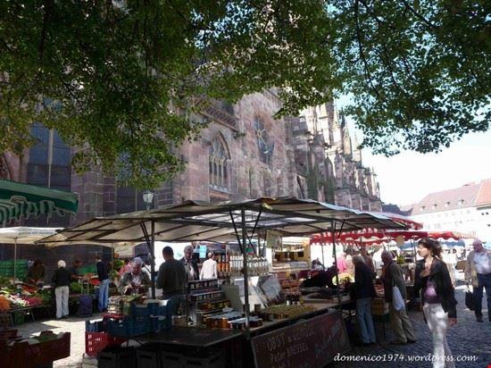 münsterplatz con mercato