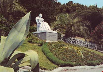 Statua della Regina Margherita
