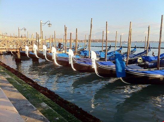 38603 venecia gondolas