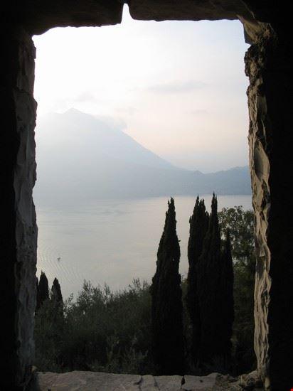 vista del lago dal Castello di Vezio