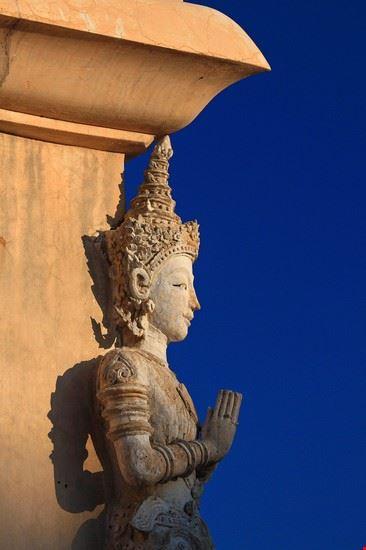 chiang mai statue im wat phra singh