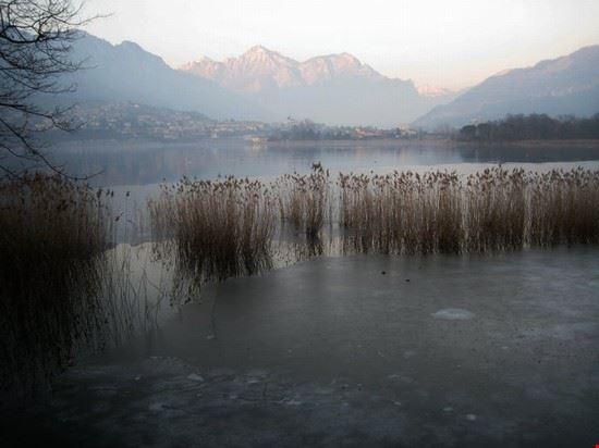 Il lago di Annone invernale