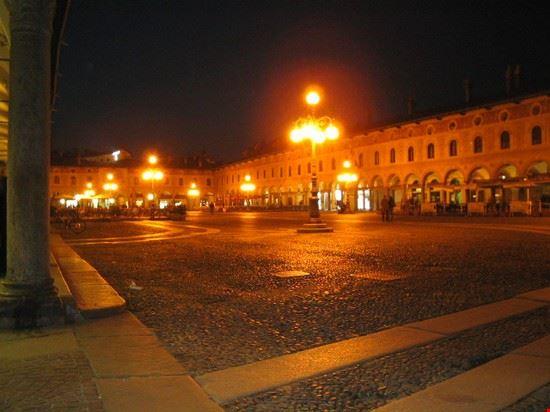 piazza serale