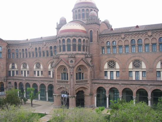 Foto ospedale artistico a barcellona 550x412 autore for Villaggi vacanze barcellona