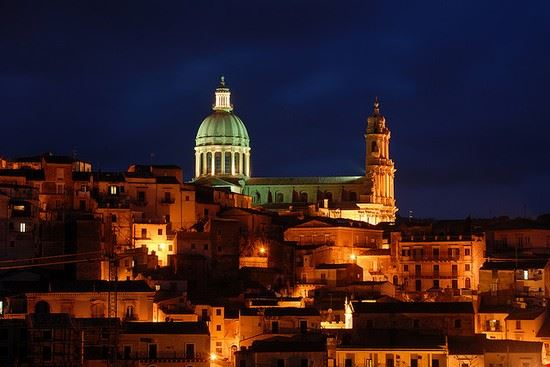 Duomo di Ragusa Ibla bei Nacht