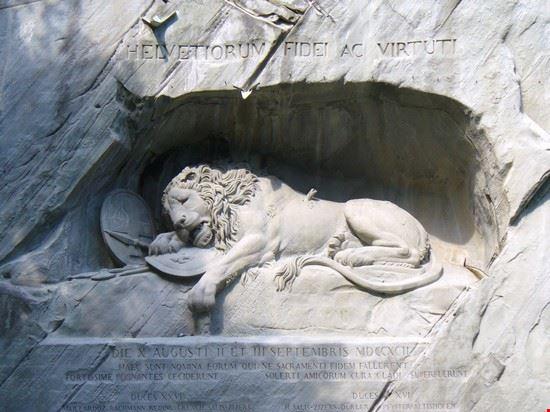 39906 il leone ferito lucerna