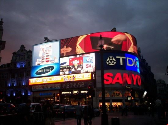 39928 piccadilly circus londra