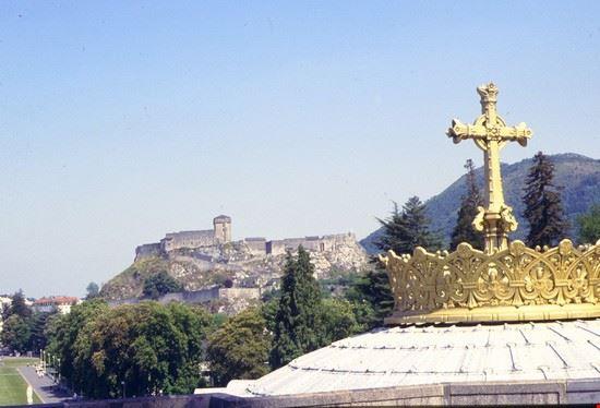 Croce della Basilica inferiore