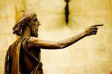 statua lungarno firenze