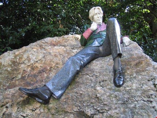 41078 dublino merrion square statua di oscar wilde