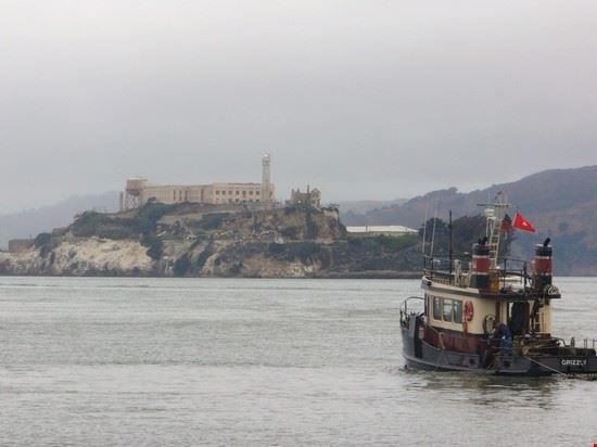 41182 vista dell isola di alcatraz dal molo imbarchi san francisco