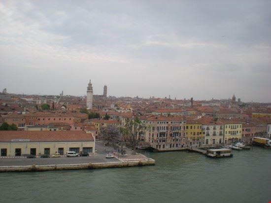 veduta della laguna di venezia dall ingresso porto navi