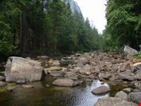 il fiume che attraversa il parco yosemite national park