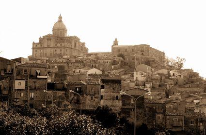 Foto la citt antica a piazza armerina 425x280 autore for Foto case antiche