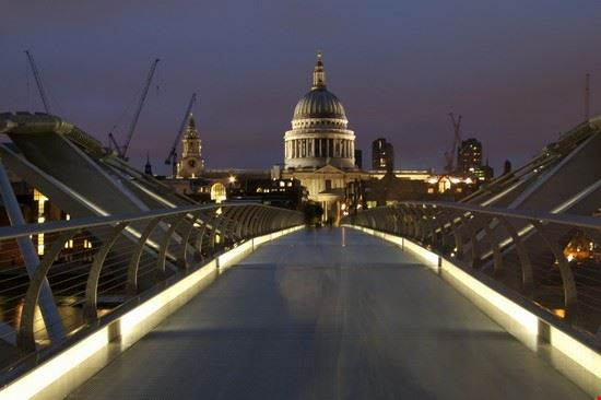 Saint Paul Cathedral dietro al Millennium Bridge
