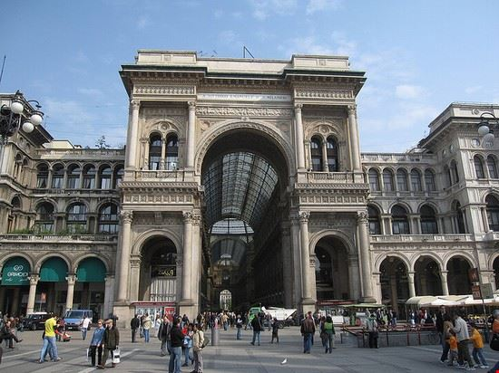 42045 milano ingresso della galleria vittorio emanuele ii