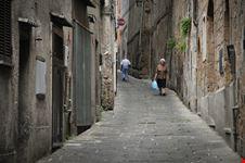 Una strada del centro medievale