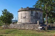 Mausoleo di Caio Enni Marso