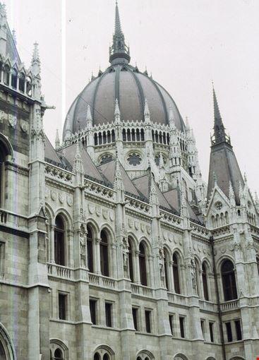 Foto il parlamento a budapest 367x550 autore laura for Parlamento on line
