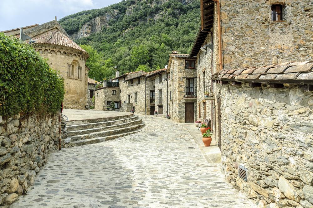 Pirenei da fiaba attrazioni nei dintorni di barcellona for Villaggi vacanze barcellona