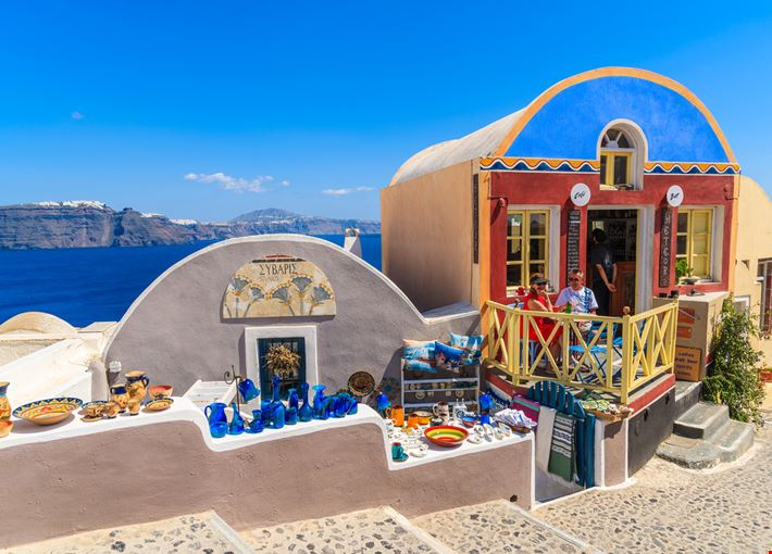 shopping_a_santorini
