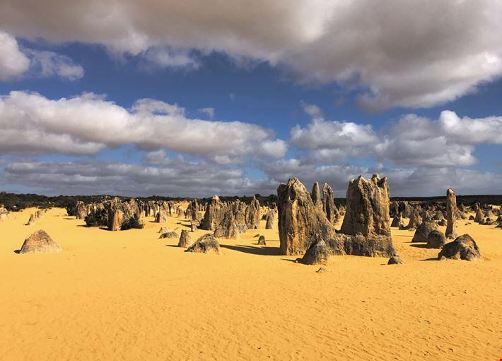 Mare di pinnacoli nel deserto