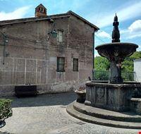 424011810190410 800px-Piazza VI Novembre Latera