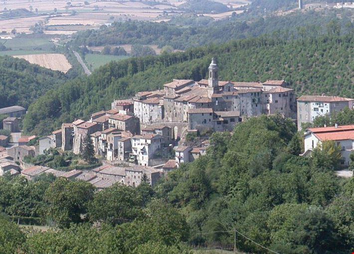 424011810190410 Latera old town panorama