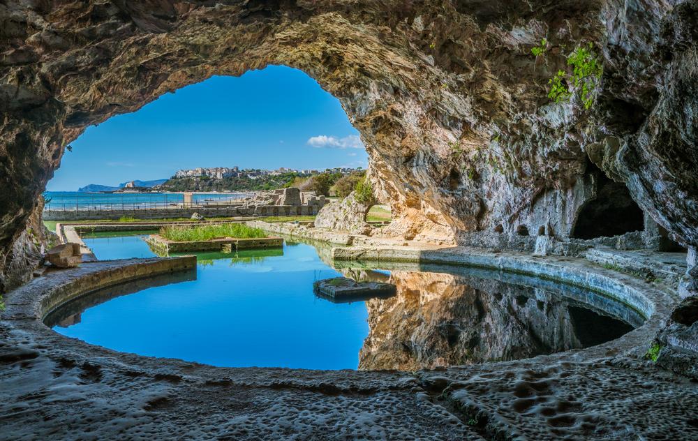 Grotta di tiberio a sperlonga for Vedere case online
