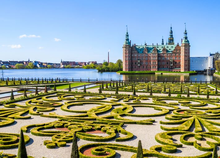 Frederiksborg_castle_Copenaghen