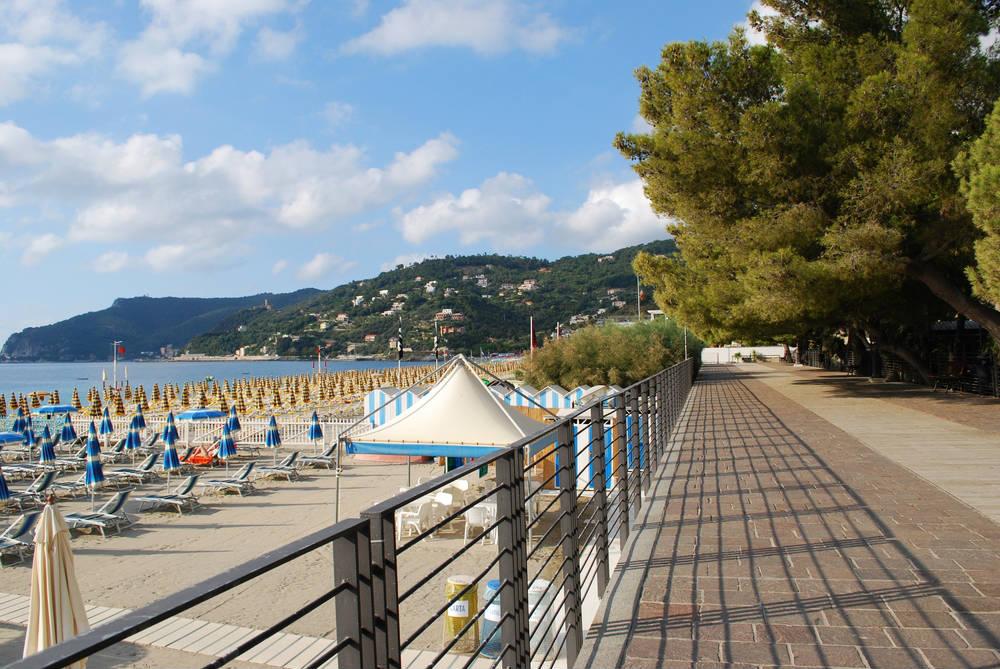 Bagni Nel Blu Spotorno : Spiagge spotorno: guida alle migliori spiagge di spotorno