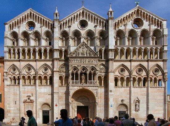 ferrara facciata della cattedrale di san giorgio