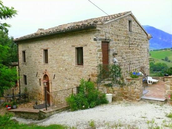Foto la casa di pietra a camerino 550x412 autore for La pietra tradizionale casa santorini