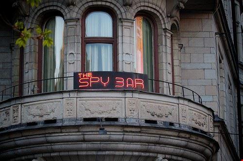 43198 stoccolma insegna luminosa dello spy bar a stoccolma