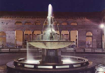 Fontana del Foro Annonario, Notturno