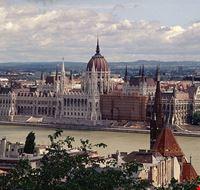 budapest ungarisches parlamentsgebaeude in budapest