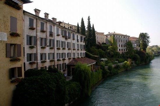 Foto case sul fiume a bassano del grappa 550x365 - Piscine termali bassano del grappa ...